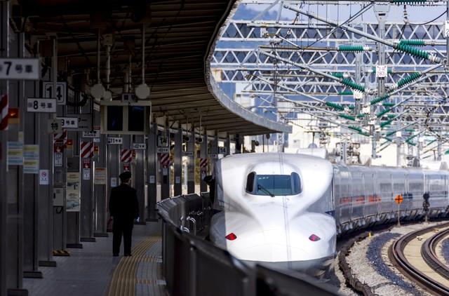 pixta_29485475_S新幹線