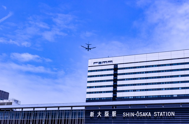 pixta_40570455_S飛行機新幹線